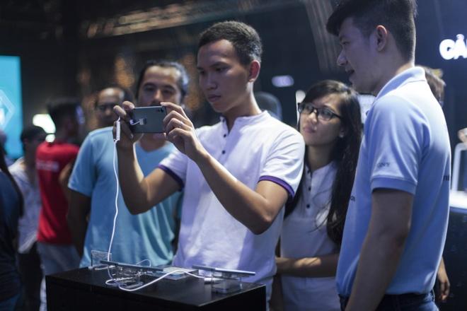 Le hoi trinh dien Sony Xperia XZs thu hut hang nghin ban tre Sai Gon hinh anh 5