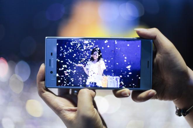 Le hoi trinh dien Sony Xperia XZs thu hut hang nghin ban tre Sai Gon hinh anh 10