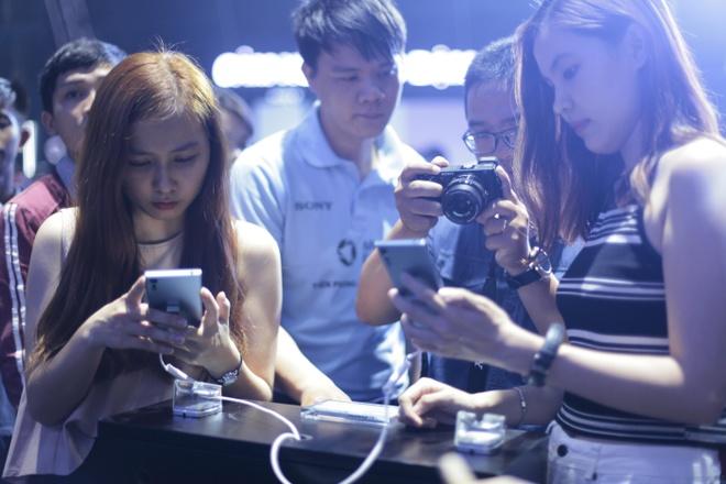 Le hoi trinh dien Sony Xperia XZs thu hut hang nghin ban tre Sai Gon hinh anh 6