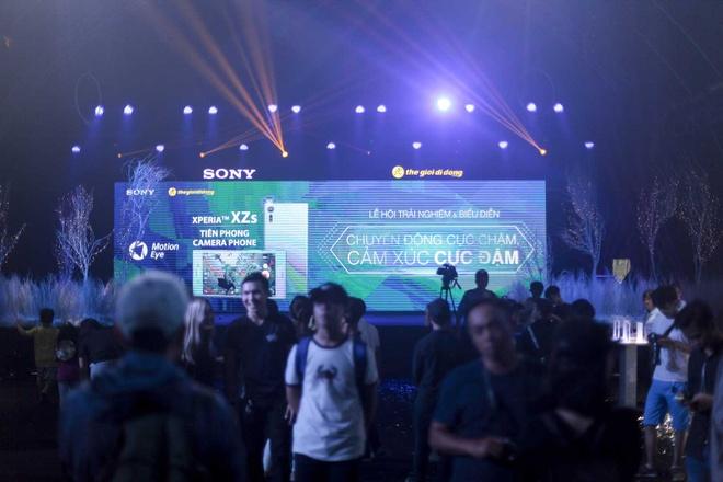 Le hoi trinh dien Sony Xperia XZs thu hut hang nghin ban tre Sai Gon hinh anh 3