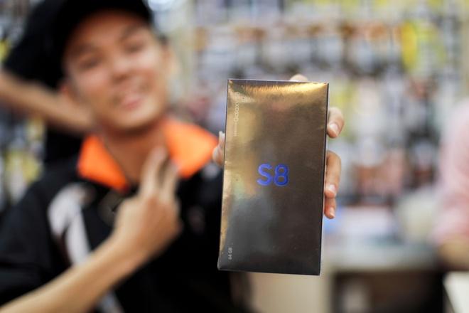 Galaxy S8+ mau den chay hang tai VN hinh anh 3