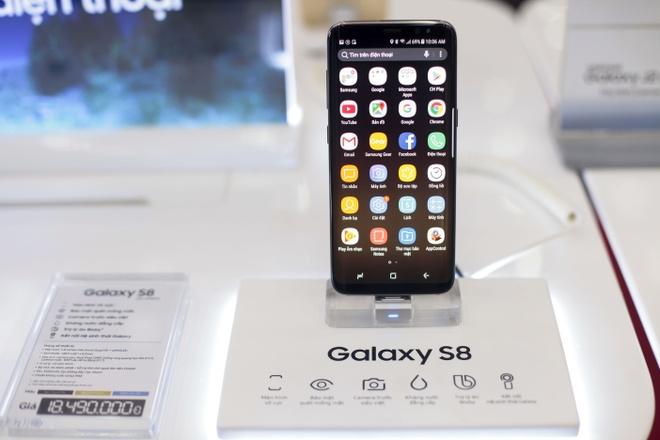 Galaxy S8+ mau den chay hang tai VN hinh anh 1