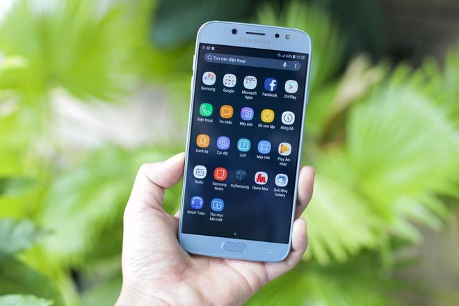 Mo hop Samsung Galaxy J7 Pro gia 6,9 trieu vua len ke hinh anh