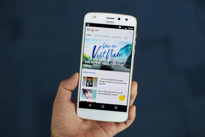 Danh gia Moto Z2 Play: Di nhan lang Android hinh anh
