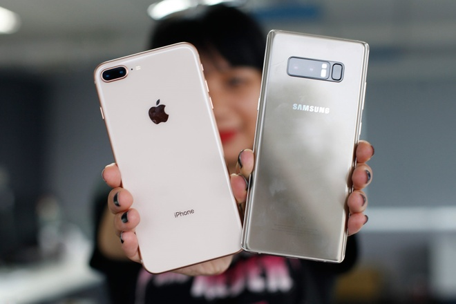 So thiet ke Samsung Galaxy Note 8 voi iPhone 8 Plus hinh anh