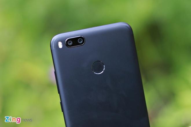 Anh smartphone gia 6 trieu chup xoa phong nhu iPhone 7 Plus hinh anh 3