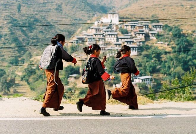 Thuoc phim tuyet dep ve Bhutan qua ong kinh cua thay giao Viet hinh anh