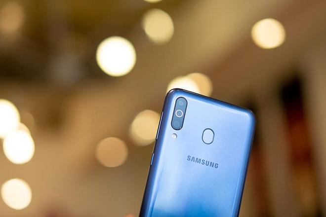 Them mot smartphone Samsung chi ban online, hua hen doanh so ky luc hinh anh 6