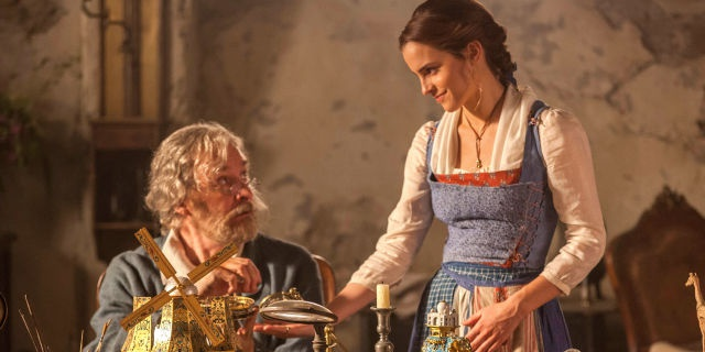Thoi trang cua Emma Watson trong 'Beauty and the Beast' hinh anh 4