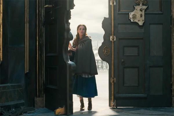 Thoi trang cua Emma Watson trong 'Beauty and the Beast' hinh anh 8