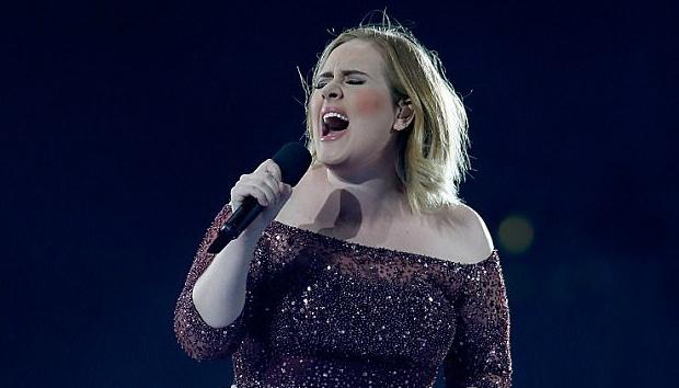 Adele hat tuong niem nan nhan vu khung bo London hinh anh