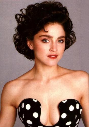 Madonna chi trich phim tieu su ve minh la doi tra, bia dat hinh anh 2