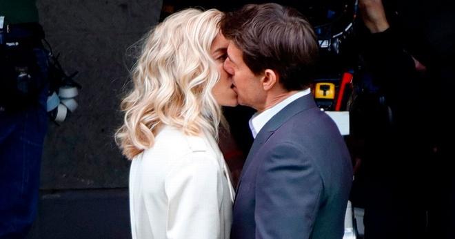 Tom Cruise hon Vanessa Kirby anh 1