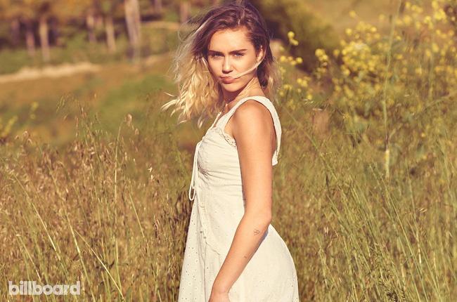 Miley Cyrus bat ngo lot xac duyen dang va day nu tinh hinh anh 4