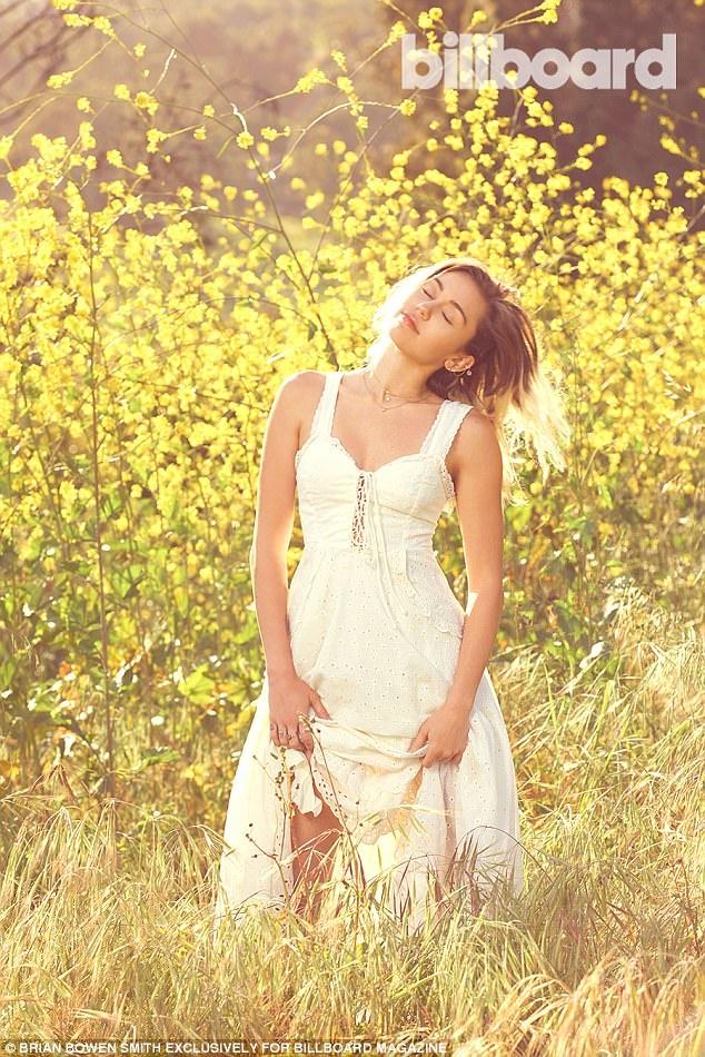 Miley Cyrus bat ngo lot xac duyen dang va day nu tinh hinh anh 3