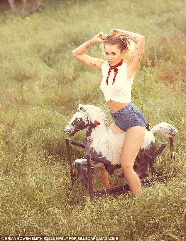 Miley Cyrus bat ngo lot xac duyen dang va day nu tinh hinh anh 5