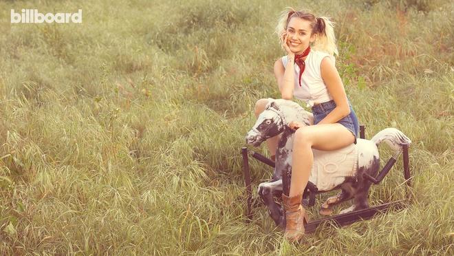 Miley Cyrus bat ngo lot xac duyen dang va day nu tinh hinh anh 6