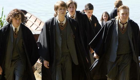 truyen moi cua Harry Potter bi danh cap anh 2