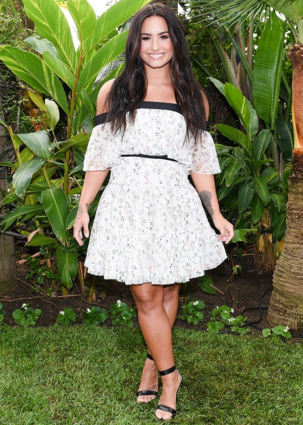 Rihanna va cuu hoa hau the gioi Priyanka Chopra mac dep nhat tuan hinh anh 3