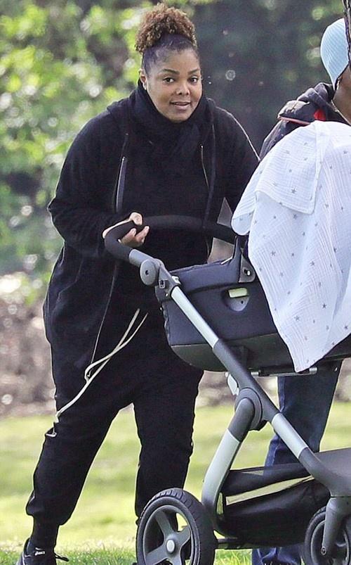 Da ly hon, Janet Jackson van duoc chong tang 100 bong hong sinh nhat hinh anh 3