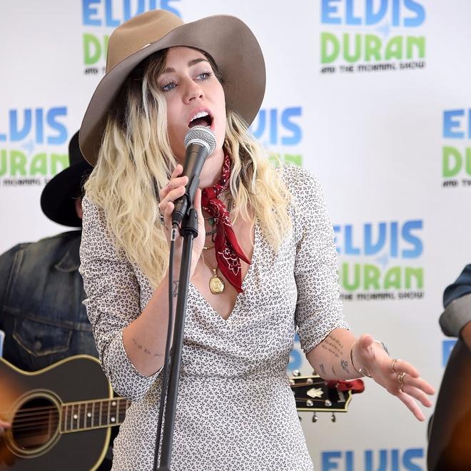 Miley Cyrus: 'So Wrecking Ball se la nhac nen trong dam tang cua toi' hinh anh 3