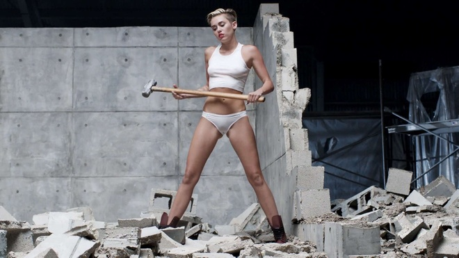 Miley Cyrus hoi han ve Wrecking Ball anh 2