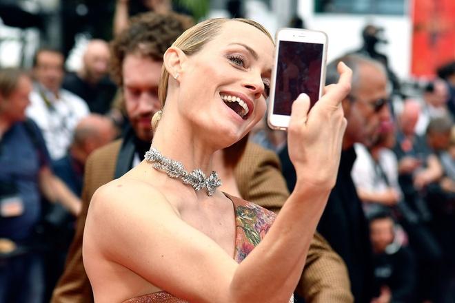 Khoanh khac vui nhon cua cac sao tren tham do Cannes 2017 hinh anh 5