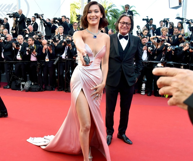 Khoanh khac vui nhon cua cac sao tren tham do Cannes 2017 hinh anh 3