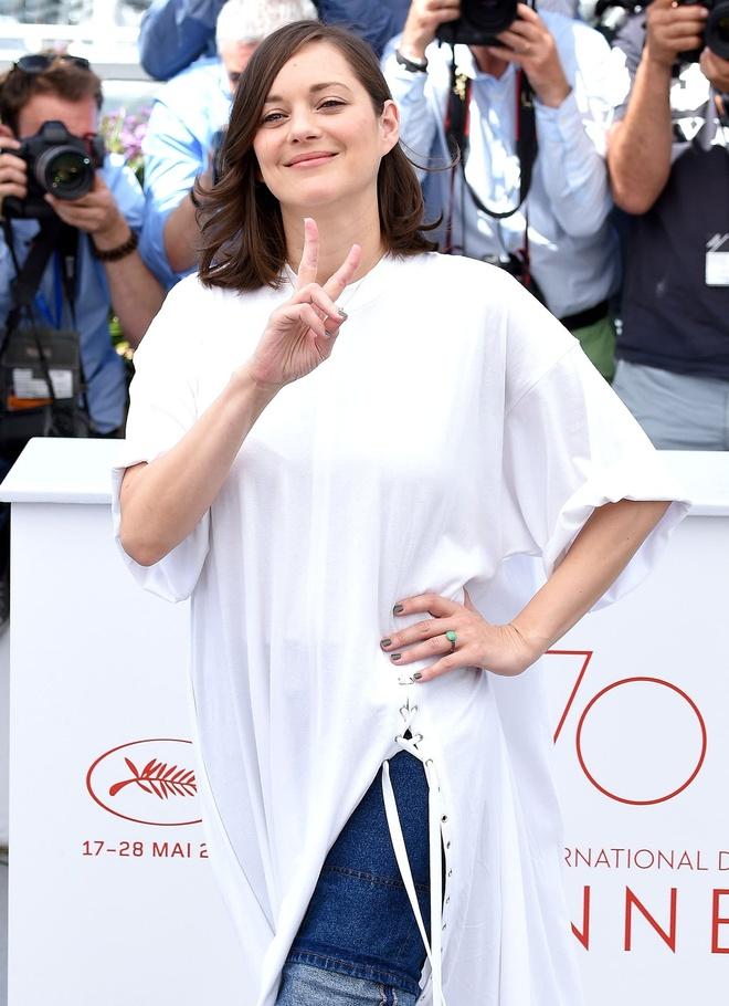 Khoanh khac vui nhon cua cac sao tren tham do Cannes 2017 hinh anh 6