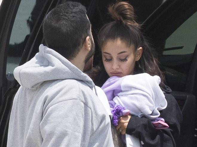Ariana Grande dau buon xuat hien sau vu no bom o Manchester hinh anh