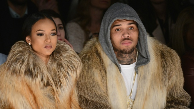 nguoi mau goc Viet cach ly Chris Brown anh 1