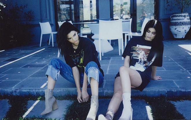 Kendall Jenner bi chi trich vi in ao xuc pham cac bieu tuong am nhac hinh anh 1