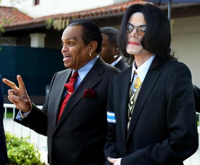 Cha Michael Jackson bi thuong sau tai nan xe hoi hinh anh 2