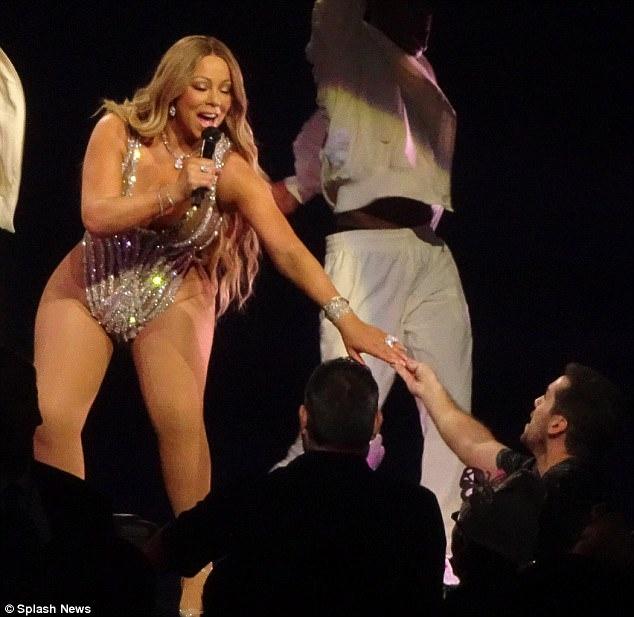Phat tuong van dien do quyen ru, Mariah Carey khien fan kho chiu hinh anh 3