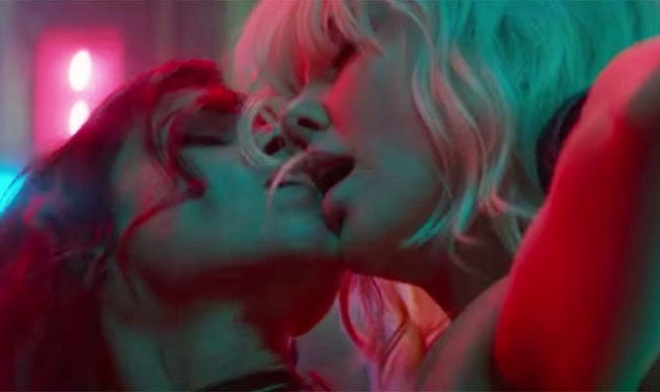 Charlize Theron tiet lo ve canh nong dong tinh trong 'Atomic Blonde' hinh anh