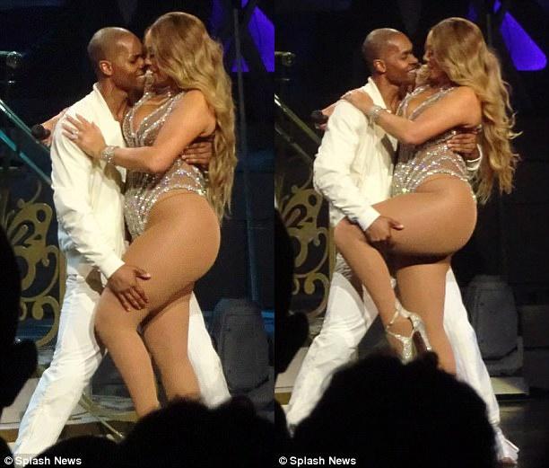 Phat tuong van dien do quyen ru, Mariah Carey khien fan kho chiu hinh anh 2