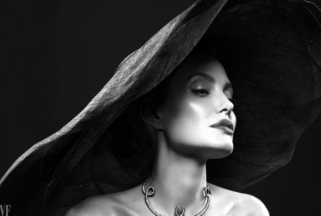 Angelina Jolie mac chung liet co mat hinh anh 2