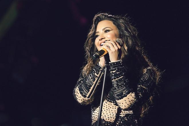 Demi Lovato ra single moi dap tra antifan va cac ban trai cu hinh anh 2