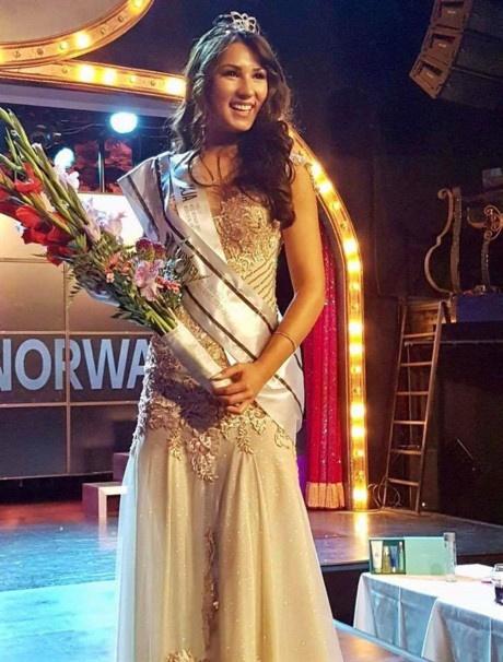 Nguoi dep goc Viet dang quang Hoa hau hoan vu Na Uy 2017 hinh anh 2