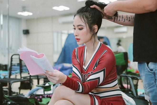 Hoa Minzy nghich ngom tren phim truong 'Glee' hinh anh 1
