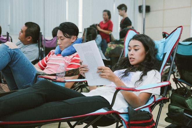 Hoa Minzy nghich ngom tren phim truong 'Glee' hinh anh 5
