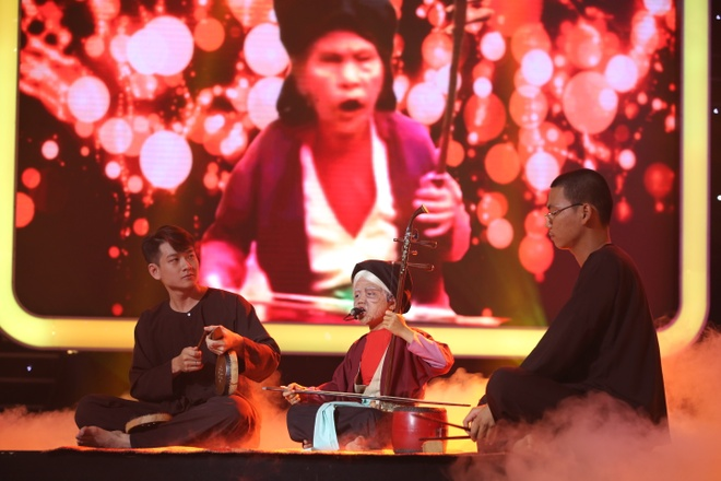 Be 7 tuoi hoa thanh cu gia hat xam chinh phuc Hoai Linh, Xuan Bac hinh anh 1