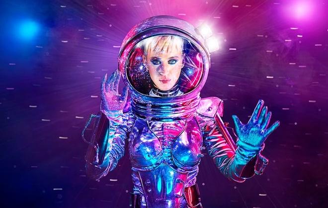 Taylor Swift khong dung cung san khau voi Katy Perry o MTV VMAs 2017 hinh anh 2