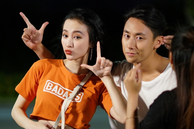 Rocker Nguyen tinh tu voi Angela Phuong Trinh tren phim truong 'Glee' hinh anh