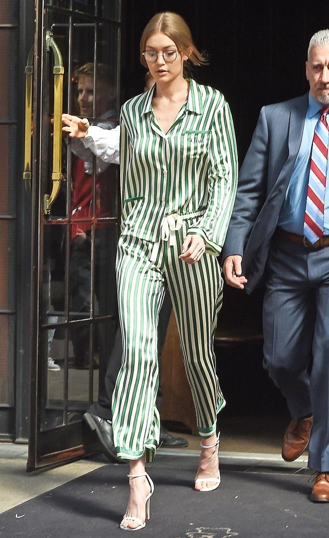 Hoc sao cach bien pyjama thanh trang phuc duong pho ca tinh hinh anh 4