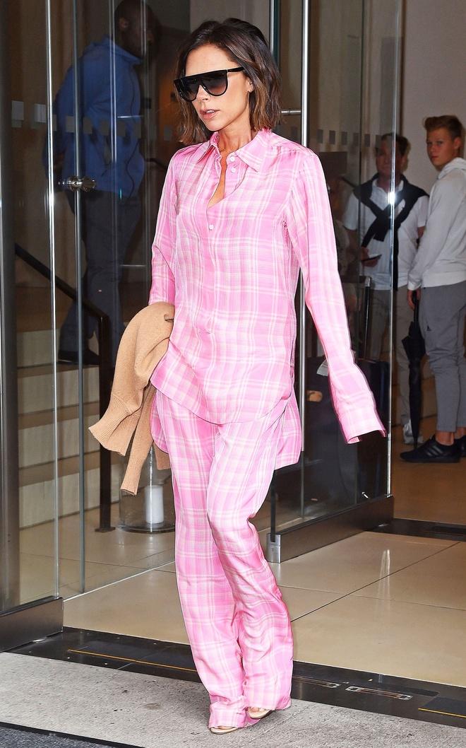 Hoc sao cach bien pyjama thanh trang phuc duong pho ca tinh hinh anh 2