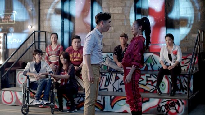 'Glee': Angela Phuong Trinh that tinh, hat hit 'Minh la gi cua nhau' hinh anh 3
