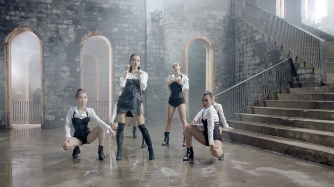 'Glee': Angela Phuong Trinh that tinh, hat hit 'Minh la gi cua nhau' hinh anh 5