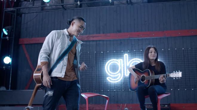 Huu Vi lan dau tien khoe giong hat trong 'Glee' hinh anh 2