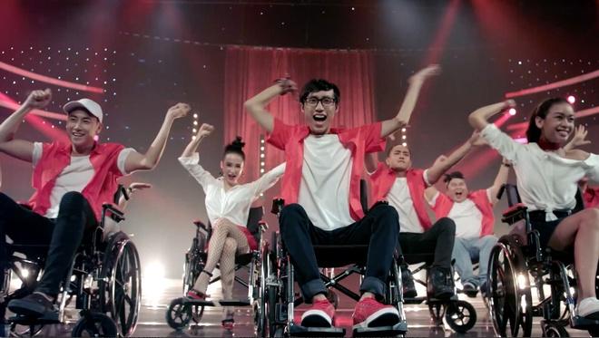 'Glee 9': Rocker Nguyen va Huu Vi danh nhau vi Angela Phuong Trinh hinh anh 3